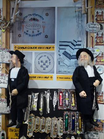 Danube Guest House: Orthodox Jewish puppets