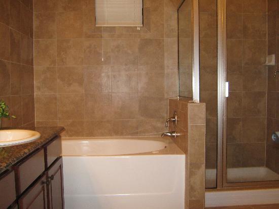 Bella Piazza Condominiums: Main bathroom 925