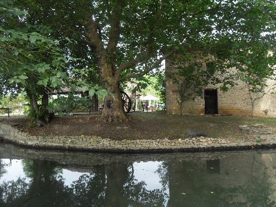 Le Petit Moulin: Water Mill