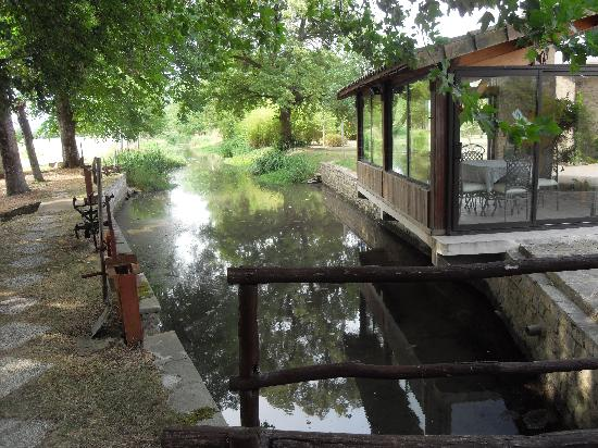 Le Petit Moulin: River by the Conservatory