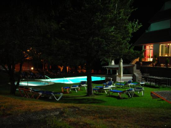 Sercotel Alp Hotel Masella : Piscina exterior de noche