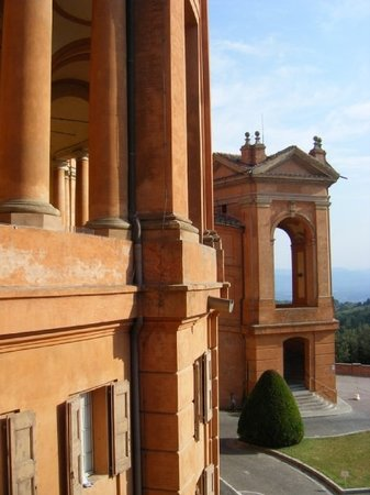 Bolonia, Italia: Al final de el porticado, San Lucas, Bologna