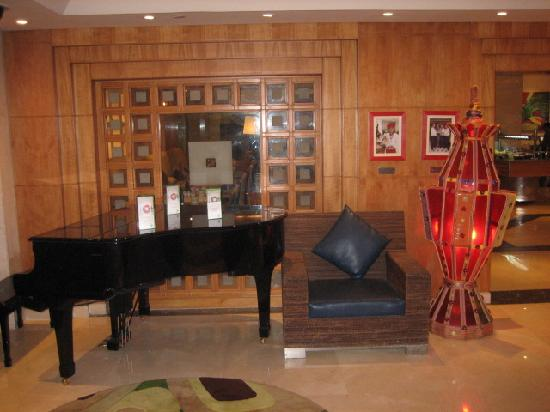 Holiday Inn Cairo - Citystars: sala pianobar