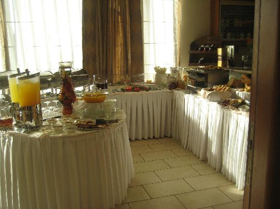 Golden City Hotel: buffet breakfast