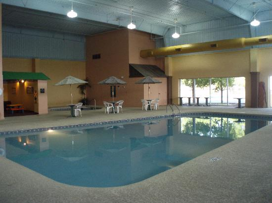 La Quinta Inn & Suites Cincinnati Sharonville: Large pool