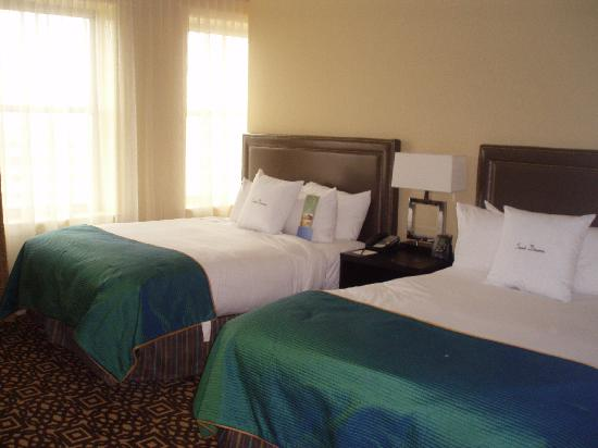 Doubletree by Hilton Detroit Downtown - Fort Shelby: Bedroom