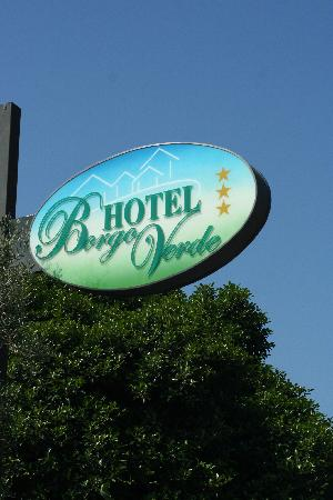 Borgo Verde Hotel: The hotel sign on the road