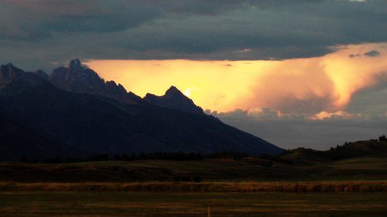 Wyoming Inn of Jackson Hole: Sunset 10 minutes from town