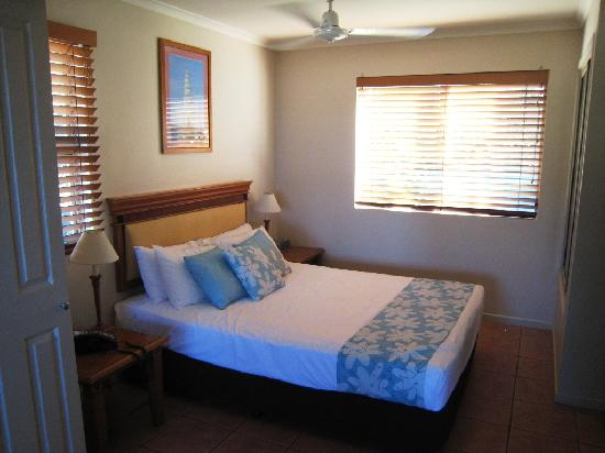 at Boathaven Spa Resort: king bedroom