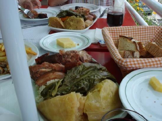 Duplex - Alojamentos Centro Comercial Solmar: Azores food
