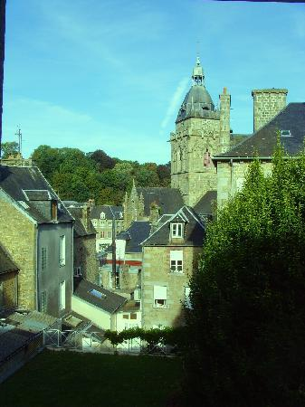 Hotel-Restaurant Le Fruitier: The bedroom view of the Church tower