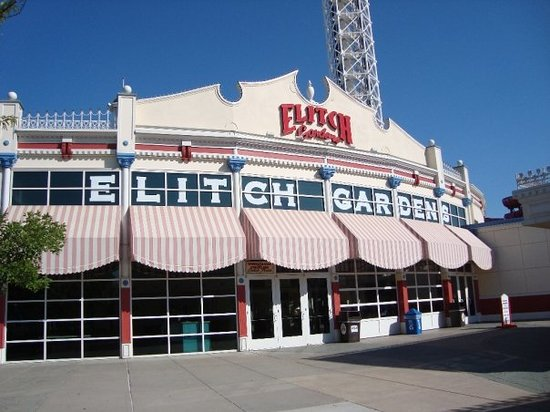 The main entrance  - Picture of Elitch Gardens Theme Park
