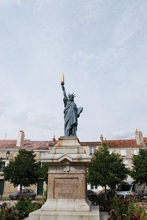Poitiers - Statue de la Liberté