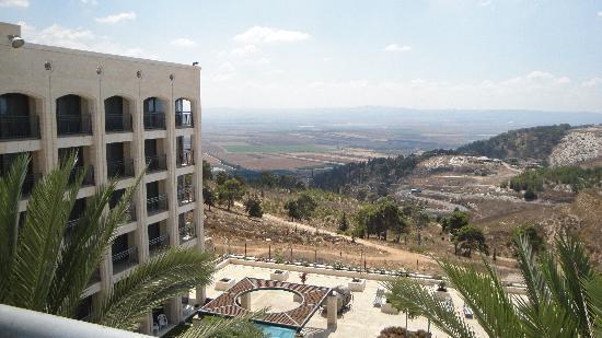 Golden Crown Nazareth Hotel : vue depuis la chambre sur la vallée