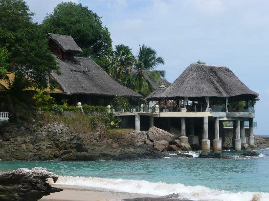 Sunset Beach Hotel: View of Hotel Bar and restaurant from the Beach