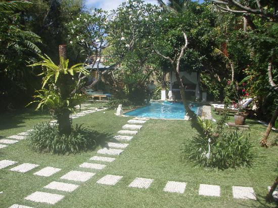 Villa Poppy: Beautiful gardens