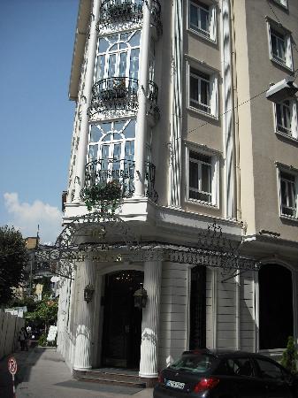 Hotel Ipek Palas: Outside of hotel