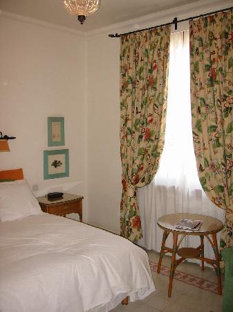 Hotel Phoenicia : Zimmer