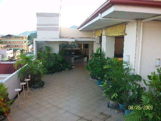 Hotel Alejandro : more roof
