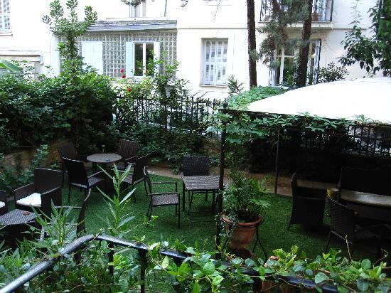 Hotel Villa Rivoli: garden for a breakfast