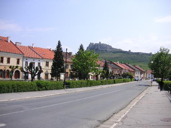 ปราสาทสปิส: 麓の街から。