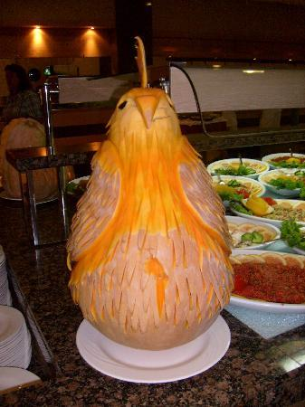 Alba Queen Hotel: food sculpture in buffet resturant