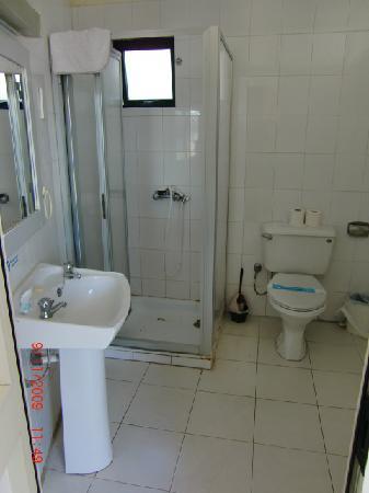 Dean Hamlet Hotel: Dean Hamlet Complex - Shower room