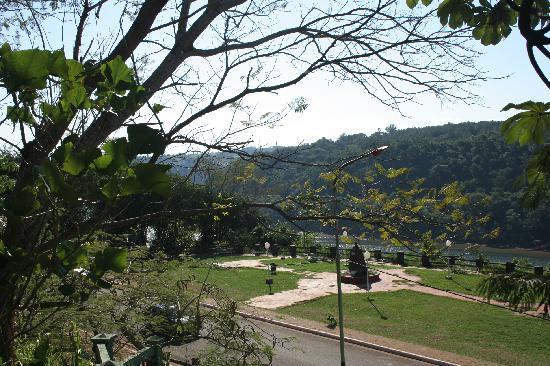 Pirayu Lodge & Resort: Vista desde Pirayú