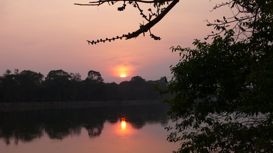 "Amansara: coucher du soleil près d'""Angkor Vat"