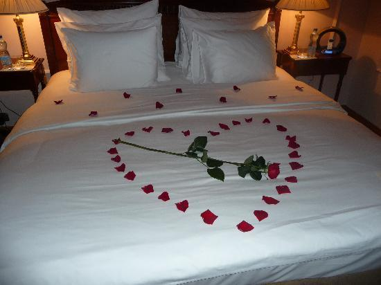 Golden Well Hotel: Romantic turndown service surprise