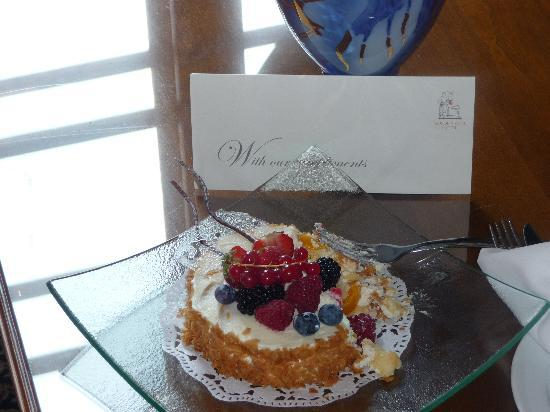 Golden Well Hotel: The managers special cake