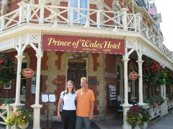 ‪‪Prince of Wales‬: Hubby and I in front of the Prince of Wales Hotel‬