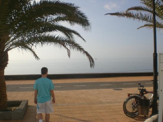Club Valena: Beach, 5 min walk