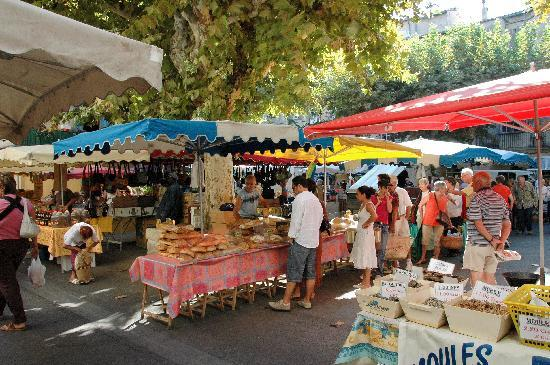 Saturday market scene in Sommières