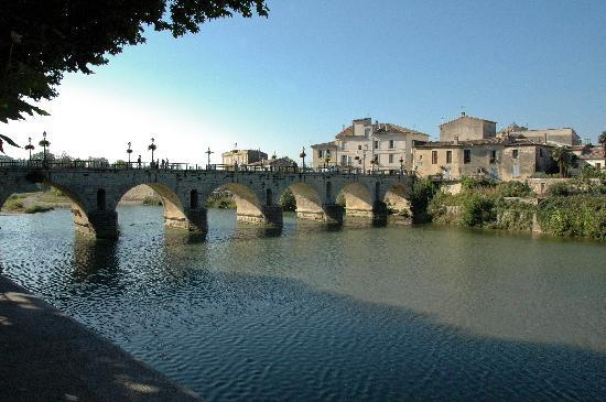 Sommieres, France: The Roman Bridge spanning the Vidourle river