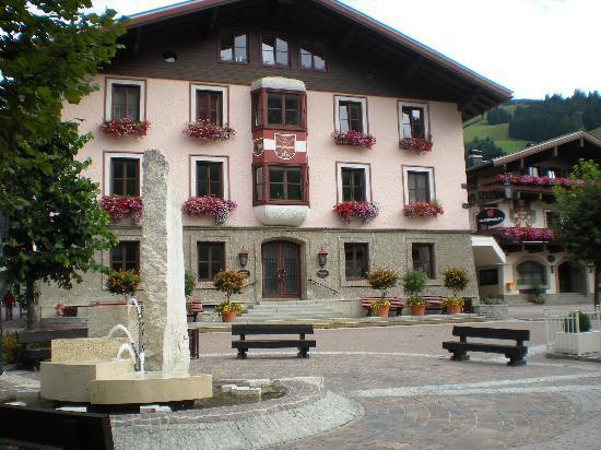 Kohlmais : village square