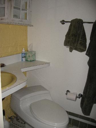 Dupuy's Landing Guest House: Bathroom dupuys landing