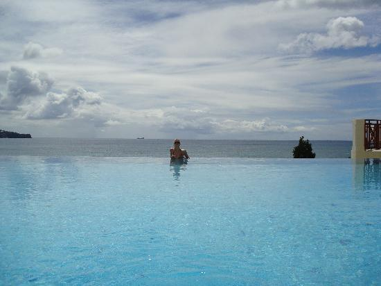 Calabash Cove Resort and Spa: view from infinity pool