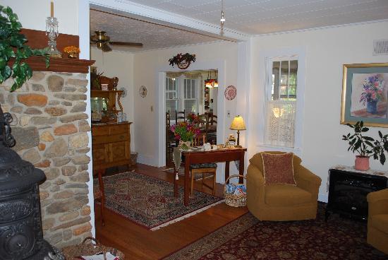 Folkestone Inn: Living Room