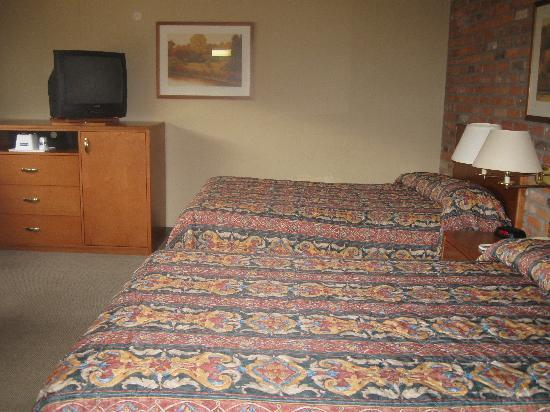 Travelodge Thunder Bay ON: Room with two double beds