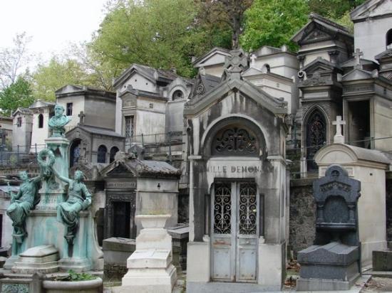 Jim morrison p re lachaise cemetery picture of pere - Cimetiere pere la chaise ...