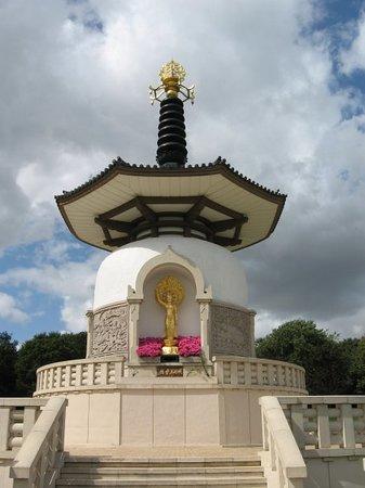 Milton Keynes, UK: Peace Pagoda - Nipponzan Myohoji