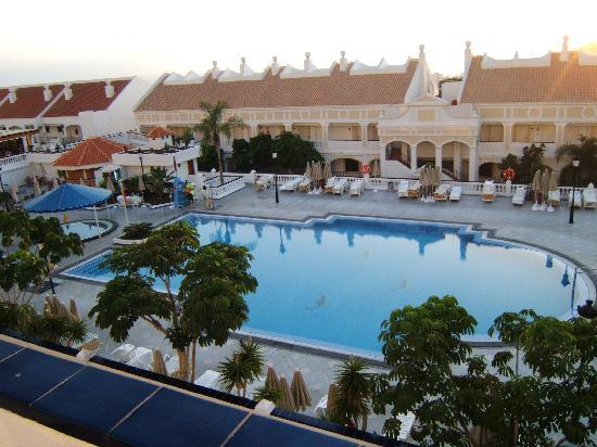 Hollywood Mirage Tenerife: view of pool during day