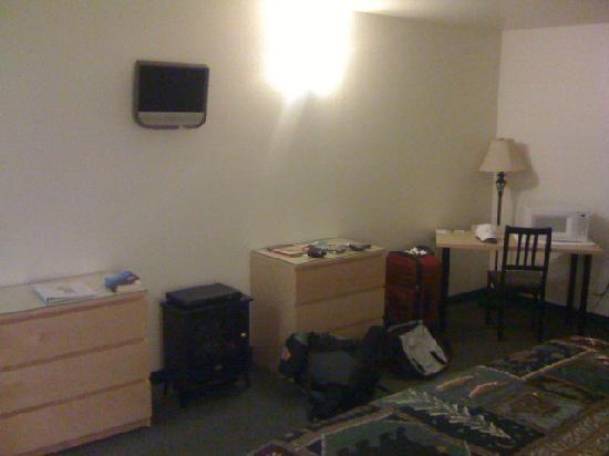 Antlers Motel: Room