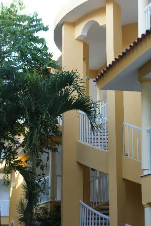 Viva Wyndham Tangerine: Stairway to our room
