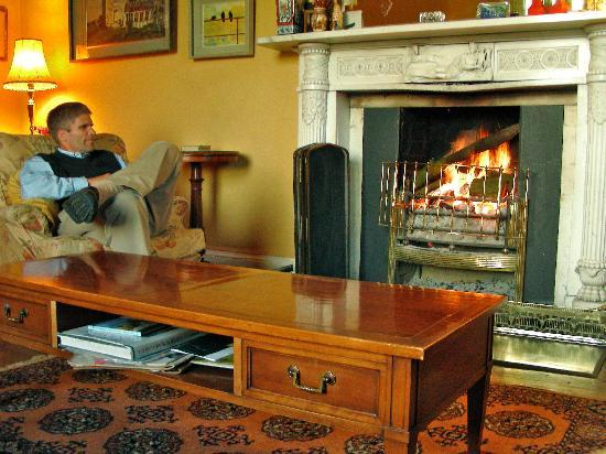 Annesbrook: Living Room - crackling fire
