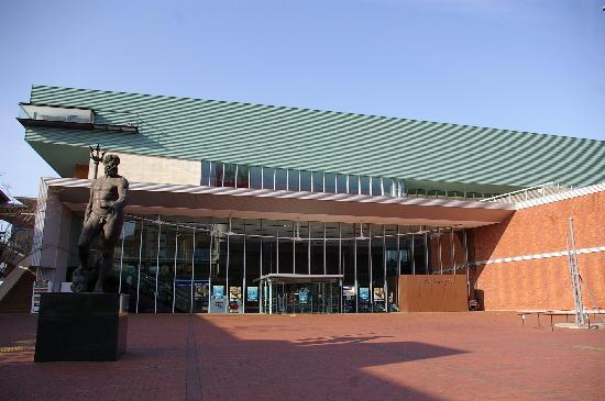 Yamato Museum: 大和ミュージアム正面より