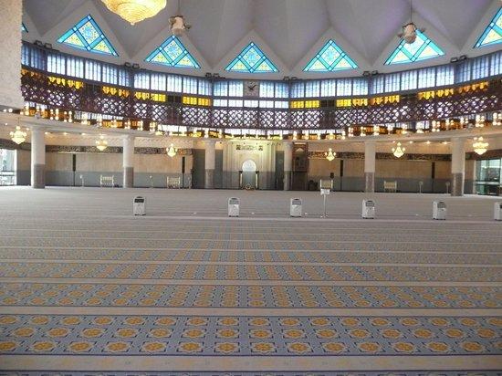National Mosque (Masjid Negara): 礼拝場