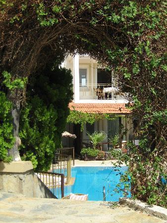 Aegean Gate Hotel: View of pool from breakfast terrace