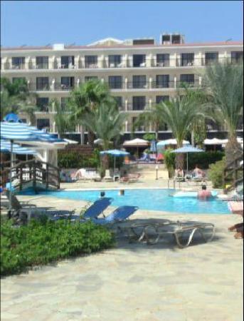 Tsokkos Sun Garden Apartments: apartment pool